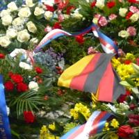 Komunisté uctili památku Jana Opletala před Hlávkovou kolejí