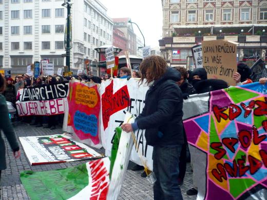 Anarchisté blokují Národní třídu v Praze