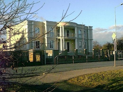 Nová palestinská ambasáda v pražském Suchdole, kde tragicky zahynul velvyslanec Džamál al-Džamál.