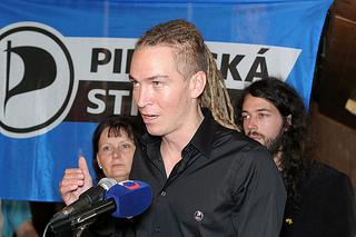 Ivan Bartoš spolu s Mikulášem Ferjenčíkem a Lenkou Matouškovou