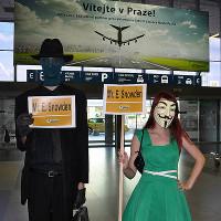 Piráti: Žádáme politický azyl pro Edwarda Snowdena