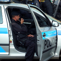 Policie se začala zabývat napadením novinářů ve volebním štábu Zemana