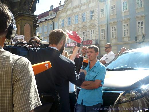Německá ZDF točí reportáž mezi demonstranty.