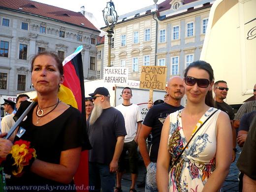 Tatjana Festerling z hnutí Pegida s tlumočnicí