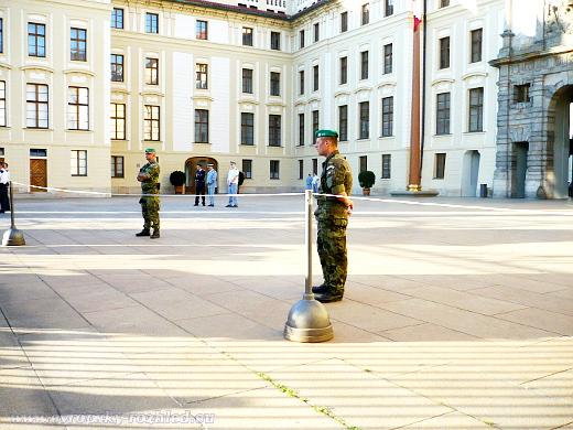 Vojáci střežíci prostor Hradu
