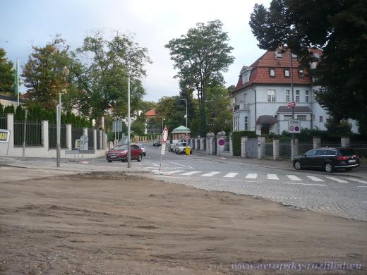 Křižovatka Korunovační ulice a ulice Na Záhorce