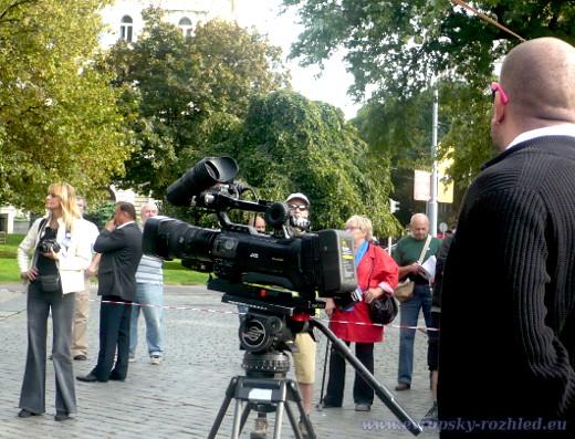 Kameraman v růžových brýlích