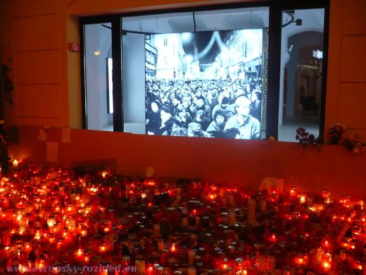 Ačkoliv by i lidé měli připomínat události roku 1939 a 1989, 17. listopad se nesl v protestech odpůrců a příznivců prezidenta Zemana