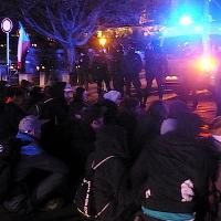 Putinovi novináři sledovali dění na Hradčanském náměstí, anarchisté blokovali Zemanovi příznivce