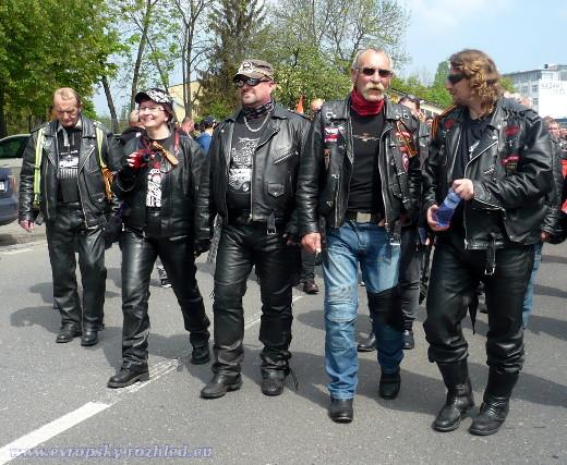 Nocní vlci jdou na Olšanské hřbitovy