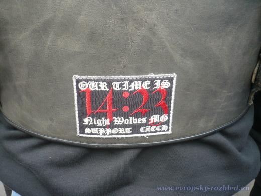 Na vestách měli odkaz na fanclub – Night Wolves MG Fan Club 14:23. Časový údaj, který mají vepsán na vestách a helmách, je ale také symbolický – znamená Všechna tvrdá práce přináší zisk, ale pouhá řeč vede jen k chudobě.