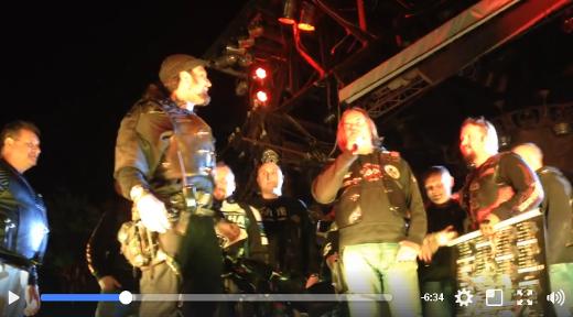 Vladimír Boháč s českými motorkáři na oslavě 27. výročí vzniku Nočních vlků v moskevském klubu Sexton