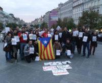 Referendum a republiku! V Praze se bojuje proti Madridu