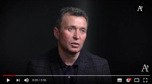 náčelníka generálního štábu ozbrojených sil Ukrajiny zdob Majdanu Jurij Dumanskij se účastnil vyjednávání kolem první minské dohody a uskutečnil výměnu 12 výsadkářů Ruské federace za 63 ukrajinských válečných zajatců.