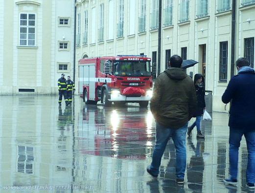 V sobotu na Hradě hořelo, museli zasahovat hasiči