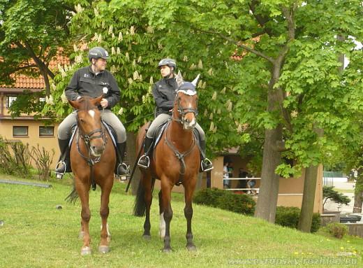 Policisté letos přijeli i na koních.