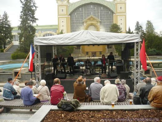 Na sjezdu KSČM zahrála kapela TOX Poděbrady