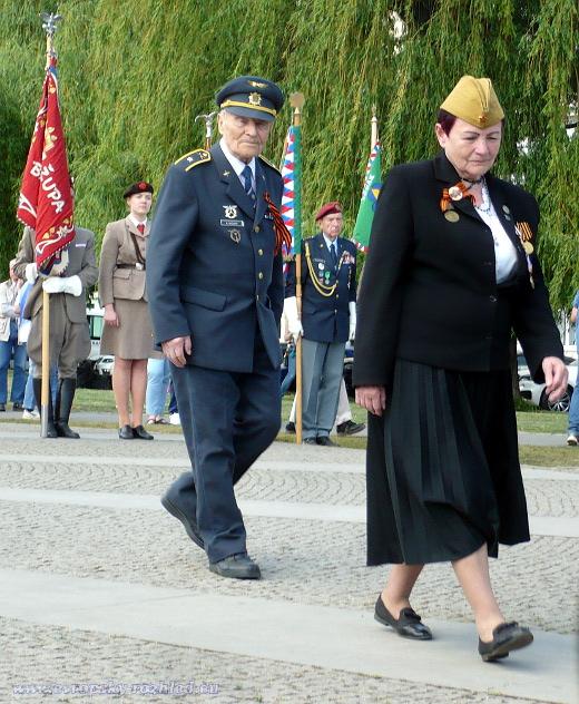 Nataša Weberová se krátce před pietním aktem zúčastnila pochodu Nesmrtelný pluk.