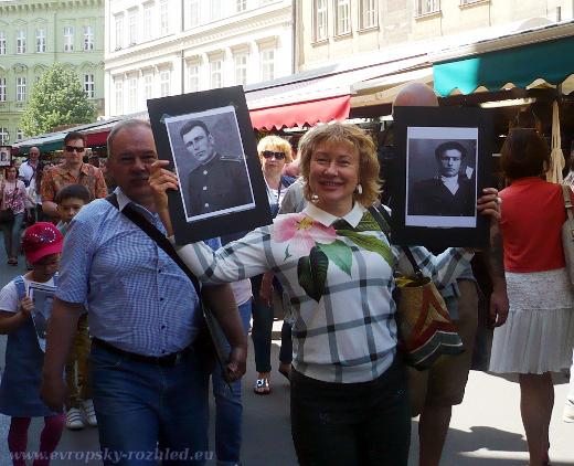 Ruska s fotografiemi sovětských vojáků padlých v druhé světové válce při osvobozování Československa.