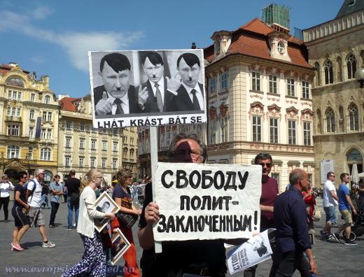 Z protidemonstrace na Staroměstském náměstí.
