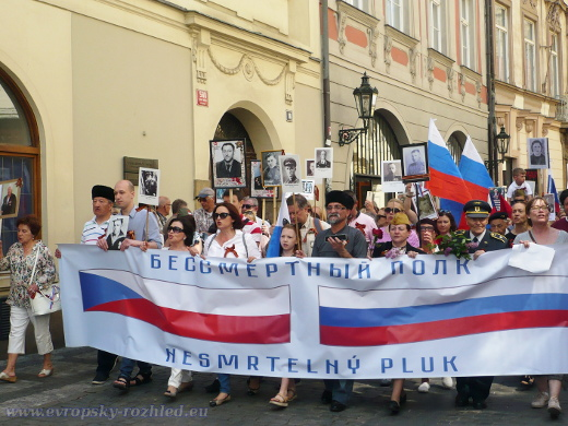 Pochod Nesmrtelný pluk prošel centrem Prahy, 8. květen 2018