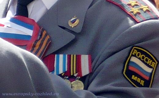 Detail na uniformu.