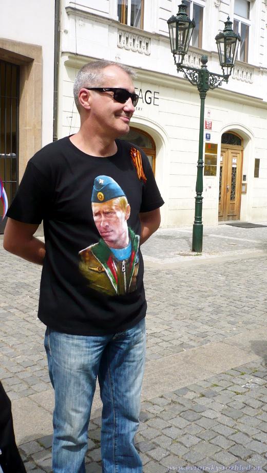 Příznivec Vladimíra Putina, kterého zaujali aktivisté za Ukrajinu.