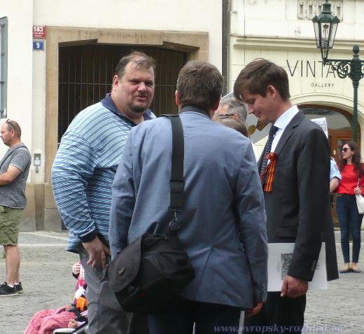 Robert Vinogradov v diskusi s Olegem Solodukhinem.
