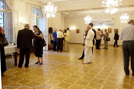 Výstava Srbská ikona v Křišťálovém sále Ruského střediska vědy a kultury v Praze byla zahájena drobným občerstvením
