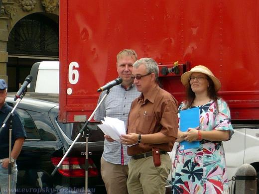 Zleva: Aleš Juchelka (ANO), Marek Benda (ODS) a Jana Jochová (Aliance pro rodinu)
