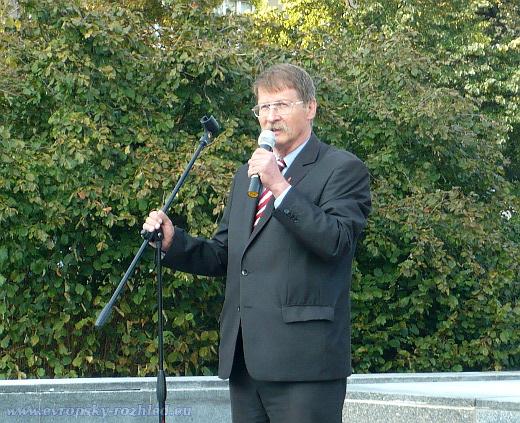 Europoslanec Jaromír Kohlíček se účastnil přehlídky černomořské flotily v Sevastopolu.  Kyjev protestoval a označil cestu za nezákonnou.