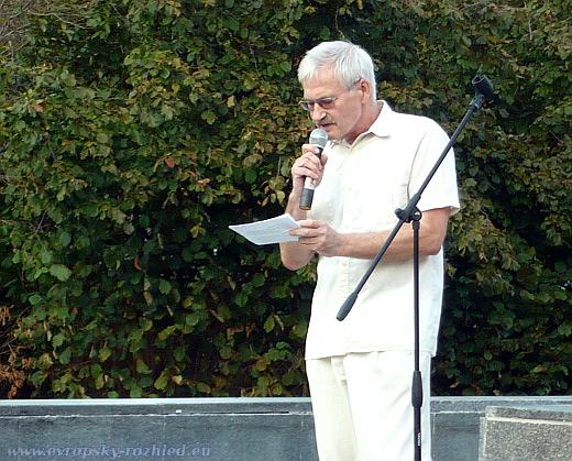 Ivan Hrůza je představitel předlistopadové kontrarozvědky, který měl na starost ochranu mládeže.
