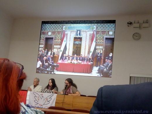 Mladí komunisté během přednášky o cestě do Sýrie, 27. listopad 2018, Praha - ÚV KSČM