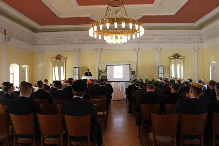Buršáci během sjezdu v pražském Paspově sále.