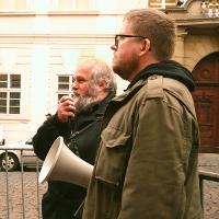"""Monitoring: Před Velvyslanectvím USA v Praze se uskutečnila demonstrace """"Ruce pryč od  Venezuely!"""" (18+)"""
