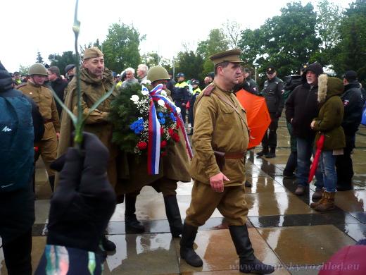 Jan Lenický zahájil pochodem k pomníku na Slavíně pietu Nočních vlků