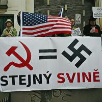 Ukrajina: Zákon zakazující propagandu komunistických a nacistických režimů je v souladu s Ústavou
