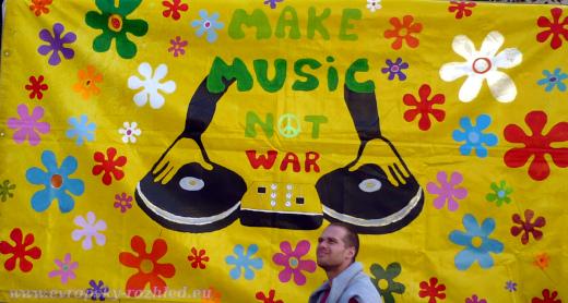 A dělej muziku, ne válku.