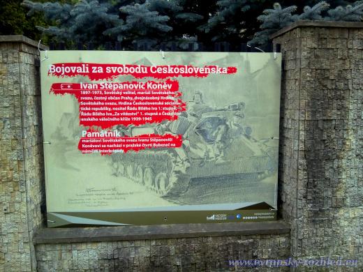 Pouliční výstava k osvobození Prahy vojáky Rudé armády u Ruského střediska vědy a kultury.