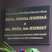Janu a Alžbětě Jesenským byla po 77 letech odhalena pamětní deska