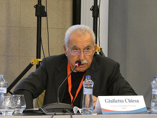 """Giulietto Chiesa, """"nezávislý"""" pozorovatel ve volbách na Donbase v roce 2018."""