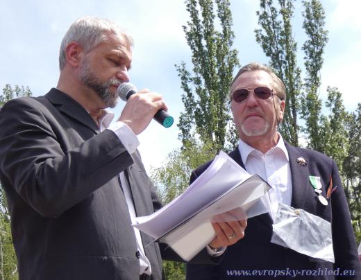 Vpravo je Alexandr Stěpanov.