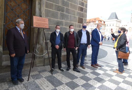 Odhalení repliky se zúčastnili jen organizátoři akce, Vladimír Franta a autorka tohoto článku.