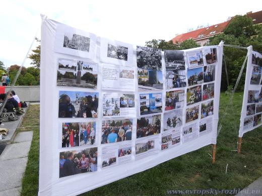 Nástěnky se vzpomínkou, co všechno aktivisté za pět let podnikli.