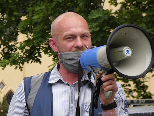 Podle Davida Šteffela je socha maršála majetkem Prahy 6 a nikoliv Ruské federace, nevztahuje se tak na ni smlouva o přátelství a spolupráci, jak uvádí článek 21.