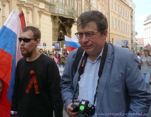 Oleg Solodukhin (vpravo) na Nesmrtelném pluku
