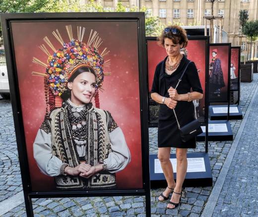 Ke kořenům, výstava ukrajinských krojů na Praze 6.  Fotografie: Zdeněk Žalský