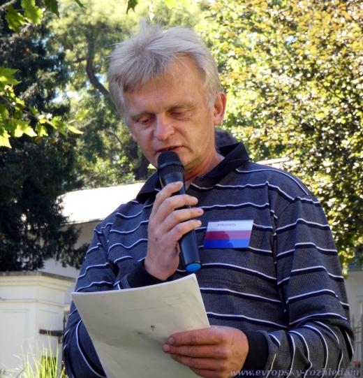 Aleš Kejval, pořadatel autogramiády, autor přetření pomníků vlasovcům na růžovo.