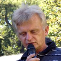 Autogramiáda Kejvala k přetření řeporyjského pomníku vlasovcům na růžovo