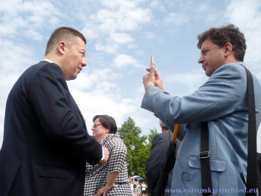 Tomio Okamura (SPD) s Vladimírem Frantou (Sputnik) v Lidicích, 15. 6. 2019